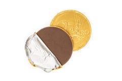 伪造品两欧元硬币巧克力 库存照片