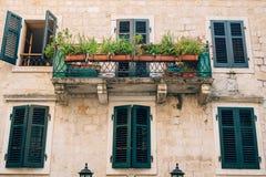 伪造的阳台在一个老房子里 巴尔干建筑学 免版税图库摄影