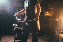 伪造,铁匠` s工作,高热金属 库存图片