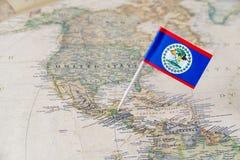 伯利兹在世界地图的旗子别针 免版税库存图片