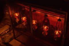 伯利恒,以色列2011年11月:蜡烛在诞生教会里  库存图片