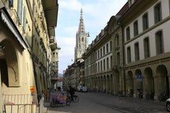 伯尔尼大教堂是控制在城市 免版税库存图片