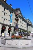 伯尔尼老瑞士城镇 残暴的人喷泉 库存照片