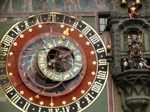 伯尔尼,瑞士 08/02/2009 古色古香的瑞士watc的时钟表盘 库存照片