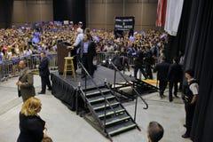 伯尼・桑德斯讲话在总统集会,墨德斯托,加州 免版税库存照片