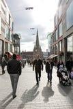 伯明翰市中心街道场面, 16 Ki 10月2010年,团结的 免版税库存照片