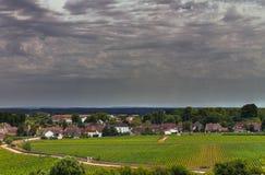 伯根地的老村庄与暴风云 库存图片