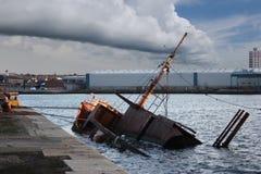 伯肯黑德凹下去的船 免版税库存图片