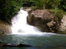 伶猴Kerawang瀑布在槟榔岛,马来西亚 免版税图库摄影