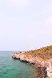 延伸到海的木桥 免版税图库摄影