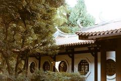 位于一个庭院的老日本房子在东京,日本 库存图片
