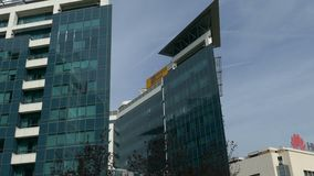 位于一个新的商业中心的办公楼合奏贝尔格莱德 股票视频