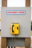 位于一个木广告牌的一个紧急电话 库存图片