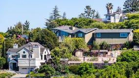 位于住宅邻里的房子外视图;雷德伍德市;旧金山湾区,加利福尼亚 库存图片