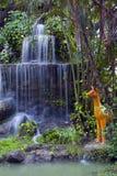 位于公园和仿制动物园的Phalanchai瀑布,桶盖Phalanchai湖,黎逸府,东北泰国 图库摄影