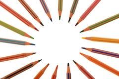 位于圈子的套塑料颜色铅笔 库存图片