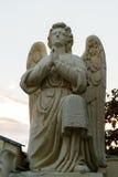位于圣徒的祈祷的天使雕象Nectarios Monastary 免版税库存图片