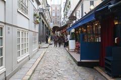 位于在巴黎的第6 arrondissement, Cour du Commerce圣徒安德烈是一条好奇小的通道在1776年修造的 免版税库存照片