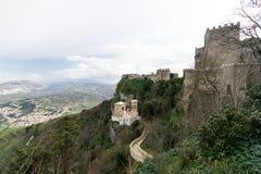 位于埃里切的三座中年城堡意大利,西西里岛, provin 免版税库存照片