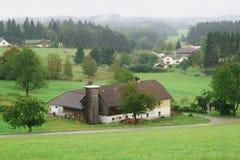 位于奥地利的遥远的农村谷仓 免版税库存照片