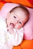 位于婴孩一揽子的女孩软绵绵地注意 免版税库存图片