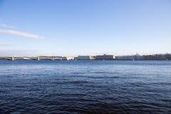 位于它的银行和宫殿的全景内娃河 圣彼德堡 俄国 免版税库存图片