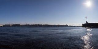 位于它的银行和宫殿的全景内娃河 圣彼德堡 俄国 库存图片