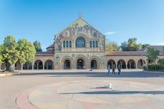位于斯坦福Univers的主要方形字体的纪念教会 免版税库存照片