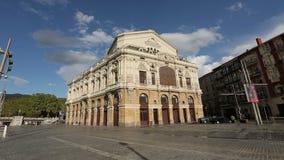 位于毕尔巴鄂市中心的阿里亚加剧院,观光旅游在西班牙 股票视频