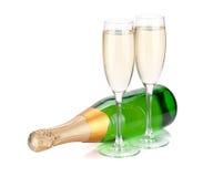 位于的香槟瓶和二块玻璃 免版税库存照片
