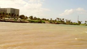 位于蒙特哥贝的热带加勒比海滩前的旅馆,牙买加 股票视频
