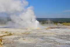位于黄石,国家公园,怀俄明喷泉彩瓯地区的漏壶喷泉, 库存图片