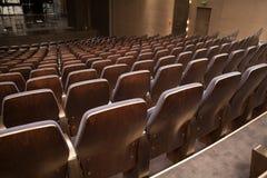 位子和阶段在空的剧院 库存图片