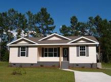 低家庭收入住宅小 免版税库存照片