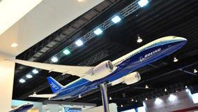低放射和高效燃料的波音787在显示的Dreamliner模型在新加坡Airshow 2012年 库存照片