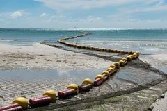 低游泳的区域的潮海滩bouy线 库存图片