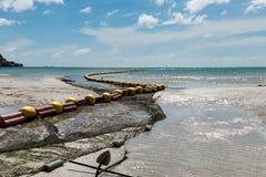 低游泳的区域的潮海滩bouy线 免版税库存图片