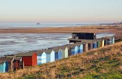 低潮中海滩的小屋 库存照片