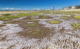 低潮中莫克姆的海滩 免版税库存图片