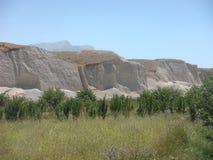 低白色山在金牛座的一个晴天在土耳其 库存照片