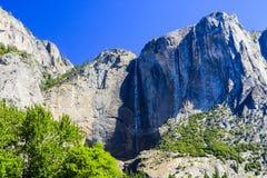 更低的优胜美地秋天足迹,尤塞米提谷,加利福尼亚,美国 免版税库存图片