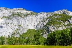 更低的优胜美地秋天足迹,尤塞米提谷,加利福尼亚,美国 库存照片