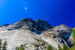 更低的优胜美地秋天足迹,尤塞米提谷,加利福尼亚,美国 免版税库存照片