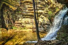 更低的小瀑布秋天 库存图片