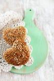 低碳饮食的松饼,任意撒粉于 免版税库存图片