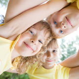 低角度愉快的孩子视图画象  免版税图库摄影