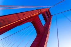 低角度红色金门大桥塔蓝天 免版税图库摄影