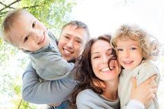 低角度观点的愉快的家庭 免版税库存照片