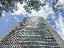 低角度视图现代大厦在波哥大哥伦比亚 库存照片
