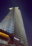 从低角度视图(夜视图的Winstin旅馆( 免版税库存照片